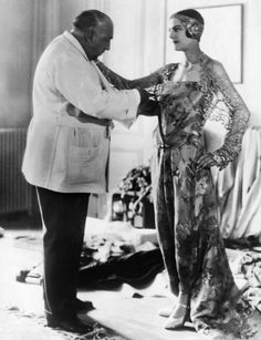 Fashion facts and photos from 1920 to Fatos e fotos da moda de 1920 a 1930 A la carte style inspired by Paul Poiret, Coco Chanel& legacy continues today. Coco Chanel created the typical woman of the Her simple lines - Charles Frederick Worth, Charles James, Paul Poiret, Elsa Schiaparelli, Madeleine Vionnet, Pierre Balmain, John Galliano, Jacques Fath, Chanel Cruise