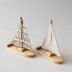 Handmade Wooden Boats for kids Wooden Bath, Wooden Toys, Diy For Kids, Crafts For Kids, Wooden Sailboat, Wood Boats, Diy Holz, Kids Wood, Handmade Wooden