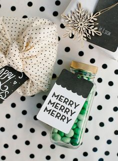 Free Printable Holiday Gift Tags by Kirsten Bingham (photo credit : Jennifer Little)