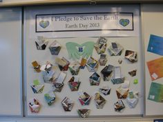 A Pledge in Your Pocket--Thanks to ideas I learned and combined from Pinterest, here's the display we created to honor Earth Day! Students made their pockets and pledges out of recycled paper. Teaching Kindergarten, Teaching Ideas, Environment Topic, Earth Day 2013, Recycling, Photo Wall, Students, Thankful, Display