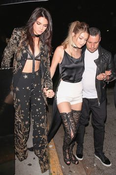 Gigi Hadid Celebrates at Birthday Party with Kendall Jenner!: Photo Gigi Hadid holds hands with her BFF Kendall Jenner while arriving at The Nice Guy for her birthday party on Thursday night (April in West Hollywood, Calif. Gigi Hadid Walk, Kendall Jenner Gigi Hadid, Kendall Jenner Style, Kourtney Kardashian, Kardashian Jenner, Kardashian Style, Paris Fashion Week 2016, Bar Outfits, Fashion Models