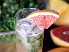 Grapefruit Mint Mojito // Runaway Apricot  This looks tasty for summer. Could be made virgin too.