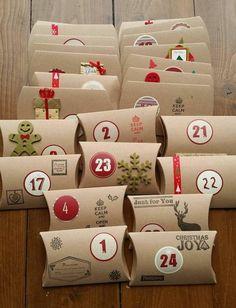 des mini boîtes en carton joliment décorées de joyeux éléments festifs, calendrier de l avent à fabriquer soi-meme