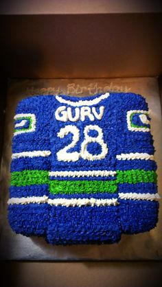 canucks jersey cake Pull Apart Cupcake Cake, Cupcake Cakes, Birthday Cakes, Birthday Parties, Cake Decorating, Decorating Ideas, Sport Cakes, Personalized Cakes, Vancouver Canucks