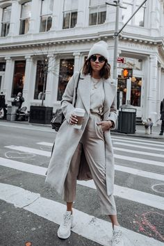 Layered Neutrals - Flaunt and Center 15 Trendy Autumn Street Style Outfits For This Year - fall outfits Estilo Fashion, Nyc Fashion, Urban Fashion, Latest Fashion Trends, Fashion Bloggers, Fashion Websites, Fashion 2017, Street Fashion, Fashion Brands