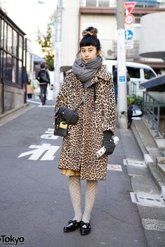 Yama works at the famous #Harajuku indie footwear boutique Tokyo Bopper. Her personal style is not flashy, but she's always cool. Here, she's wearing a vintage leopard print coat with patterned tights, a structured leather bag & pointy bow flats from Tokyo Bopper. #streetsnap