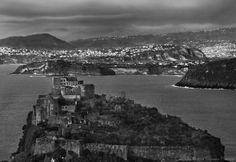 Unusual vision. Il  Castello Aragonese ripreso dal belvedere di  Campagnano in una inusuale visione