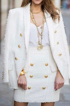Moda ejecutiva White Tweed Long Double Breasted Blazer Gold Button Embellishments on Jacket/Sleeves Blazer Outfits Casual, Blazer Fashion, Classy Outfits, Cute Outfits, Fashion Outfits, Womens Fashion, Dress Outfits, Fashion Boots, Dresses