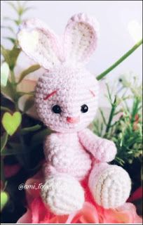 Let the crochet colorful worm amigurumi enchant you! This big worm cute and colorful will appeal to all big and little fans of amigurumi. Crochet Bunny Pattern, Crochet Rabbit, Crochet Bear, Crochet Animals, Free Crochet, Crochet Patterns, Amigurumi Doll, Amigurumi Patterns, Free Rabbits