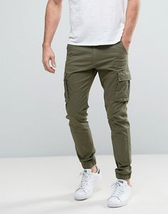 Shop the latest Only & Sons Cuffed Cargo Pants trends with ASOS! Free delivery and returns (Ts&Cs apply), order today! Cargo Pants Outfit Men, Jogger Outfit, Green Pants Outfit, Green Cargo Pants, Mens Jogger Pants, Outfits Hombre, New Mens Fashion, Fashion Pants, Men's Apparel