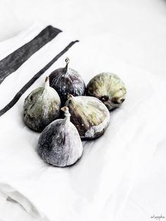 | fruit: fig . Frucht: Feige . fruit: figue | Food. Art + Style. Photography: Vintagepiken |