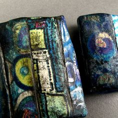 Big and little pillow beads with distressed surface | par Claire Maunsell
