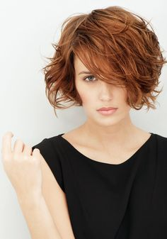 Short wavy do by Franck Provost. One day I'll find in my guts to cut my hair. One day.
