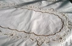 Vintage Off White French Tablecloth Scalloped Lace Cut Work Cotton 6 / 8 persons Tablecloth #sophieladydeparis