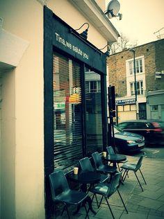 Dalrstonの人気コーヒーショップ。パンケーキとかサンドイッチとかその類もなかなかおいしい。店の半分は常にギャラリー化。アーティストによって店の雰囲気が変わる。