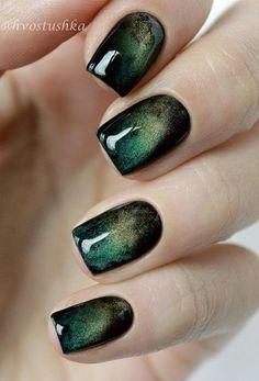 The glistening ocean manicure nail design