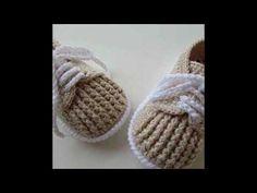 Modernos zapatitos tejidos a crochet para bebe en ganchillo - Crochet Baby Boots, Booties Crochet, Crochet Baby Clothes, Crochet Shoes, Crochet Slippers, Knitting Videos, Crochet Videos, Baby Boy Booties, Baby Shoes