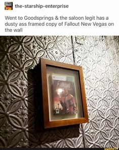 Went to Goodsprings & the saloon legit has a dusty ass framed copy of Fallout New Vegas on the wall - iFunny :) Fallout Funny, Fallout Fan Art, Video Game Art, Video Games, Fallout Cosplay, Bioshock Cosplay, Vault 111, Fallout New Vegas, Starship Enterprise