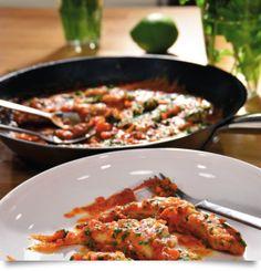 Κουτσομούρα στο τηγάνι με σάλτσα τομάτας και λευκό κρασί Kai, Chicken, Food, Gourmet, Essen, Meals, Yemek, Eten, Cubs