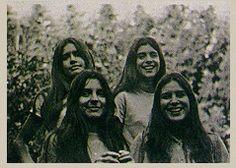 """Familia Oesterheld. Beatriz (19) desaparece 19 junio 1976 tras estar con su madre Elsa.  4 julio, Elsa conoce por los diarios el asesinato de Diana (23) embarazada y de su marido.  Oesterheld, secuestrado 27 abril 1977. 14 diciembre, Estela (24) escribe a Elsa: """"Mamita, Marina hace un mes que no está con nosotros"""". Marina (18) estaba embarazada. El día que despachó la carta, Estela y su marido son asesinados. Se llevaron a su hijo, después devuelto a  Elsa."""