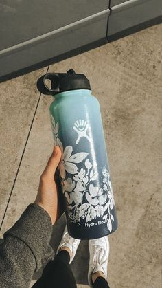 One-Week food/exercise body detox - It can be done. Learn how to give your body a natural detox and how to stop suffering the nasty effects of partying too hard. Water Bottle Art, Cute Water Bottles, Water Bottle Design, Wine Bottles, Hydro Painting, Bottle Painting, Vsco, Custom Hydro Flask, Hydro Flask Water Bottle