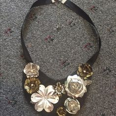 METALLIC FLORAL BIB NECKLACE Practically new without tags Jewelry Necklaces
