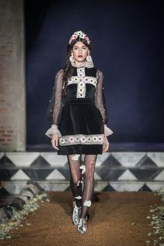 Sretsis AW13 Vogue Fashion, Runway Fashion, Fashion Models, Fashion Brands, Fashion Show, Fashion Looks, Fashion Outfits, Fashion Design, Womens Fashion