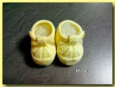 Knitted Baby Boots, Baby Booties, Baby Knitting, Crochet Baby, Knit Shoes, Baby Hats, Baby Items, Cute Babies, Creations