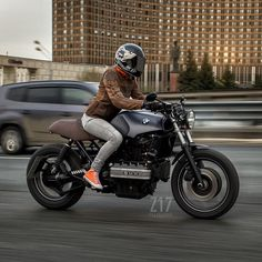 Ripping 'round Moscow on the new @z17customs '92 BMW K100.