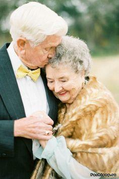 Самая романтичная фотосессия: влюбленные отмечают 63-летнюю годовщину свадьбы
