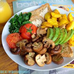 ️ Sundays! Nowhere to be, some good reads + a big breakfast for lunch. Featuring Garlic + Dill Mushrooms, Sauteed Baby Spinach, Roast Tomato, Roast Baby Potatoes in Turmeric + Coconut Oil, Avocado, fresh Grainy Bread + Organic OJ Yum!
