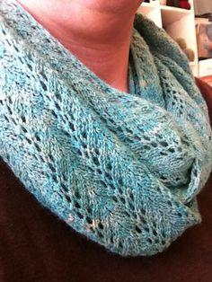 Ravelry: Helen Cowl pattern by Margot Erdmann Loom Knitting, Knitting Stitches, Knitting Patterns Free, Free Knitting, Crochet Patterns, Free Pattern, Finger Knitting, Knitting Tutorials, Knitting Machine