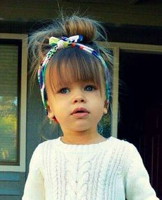 Cute easy hair style for little girl.
