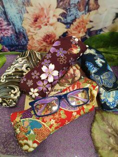 para cuidar tus gafas y de paso tener una funda molona Sunglasses Case, Fashion, Corporate Gifts, Special Gifts, Cases, Hearts, Moda, Fashion Styles, Fashion Illustrations