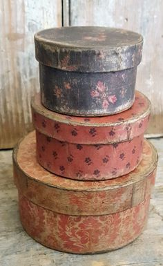Vintage Hat Boxes, Fabric Covered Boxes, Rustic Ladder, Primitive Furniture, Shabby, Dose, Craft Storage, Decorative Boxes, Diy Projects