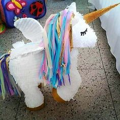 Piñatas~Unicorn♡M o n i q u e. Party Unicorn, Unicorn Pinata, Unicorn Birthday Parties, Baby Birthday, Birthday Ideas, Bday Girl, Pony Party, Party Themes, Party Ideas