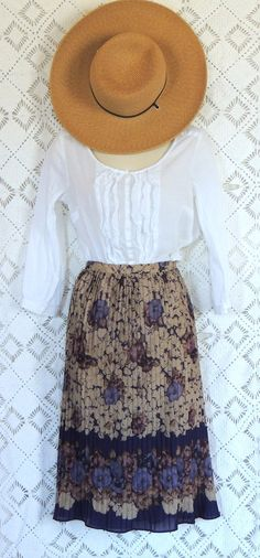 What a sweet outfit! Reminds me of walking in a field picking flowers or berries!