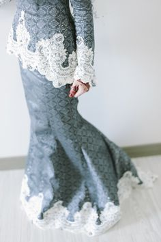 tapi i dun think i can wear this. Wedding Dressses, Dream Wedding Dresses, Wedding Gowns, Malay Wedding Dress, Wedding Prep, Gorgeous Fabrics, Wedding Gallery, International Fashion, Traditional Dresses