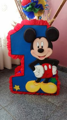 Ideas para decorar Fiesta Mickey Mouse Ideas p. Mickey Mouse Pinata, Mickey Mouse Birthday Decorations, Mickey 1st Birthdays, Fiesta Mickey Mouse, Mickey Balloons, Mickey Mouse Clubhouse Birthday, Mickey Mouse Parties, Mickey Birthday, Mickey Party