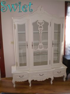 Shabby chique furniture restyled in warm white.