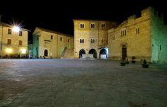 ''La piazza di notte'' - Bevagna