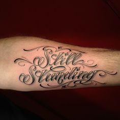Love the color & fade if this lettering and script style!!!!! Forarm Tattoos, Pin Up Tattoos, Badass Tattoos, Sexy Tattoos, Body Art Tattoos, Tattoos For Guys, Cool Tattoos, Hand Tattoos, Best Tattoo Fonts