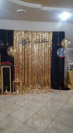 Gold Sequin Backdrop for New Years Eve Graduation Dessert Pin is part of Diy party decorations - Gold Sequing Backdrop Roaring 20s Party, Gatsby Themed Party, Party Like Gatsby, Speakeasy Party, New Years Eve Decorations, Diy Party Decorations, Black And Gold Party Decorations, Masquerade Party Decorations, 18th Birthday Party Ideas Decoration