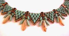 Superduo and dagger necklace by MAPEDE (Marion's Beads Designs). Sehr schoen! Aber, es ist auf Deutsch, schade...