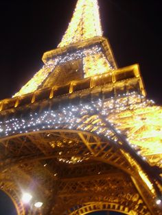 Stood underneath the Eiffel Tower when the lights started to twinkle, magical
