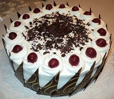 Schwarzwaldský dort Cheesecake Brownies, Buttercream Flowers, Mini Cheesecakes, Pavlova, Celebration Cakes, Food And Drink, Birthday Cake, Pudding, Cupcakes