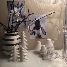 Good evening  Slapp torsdag i dag. Synes det er litt vanskelig når det er så mørkt hele tiden. Skulle gjerne hatt litt snø nå og gått på ski! Det ønsker jeg meg til jul. Men nærmer seg fredag da og julebord i morgen. Og så er det #fredagsinspo hos @hanneromhavaas og da føler man at alt straks blir litt bedre. #interior123 #tv_living #interior2you #deco_interior #finahem #boligpluss #asafotoninspo #homeamour #34kvadrat #inredningsdesign #interiordesire #interior4you1 #inspohome #interior2you…