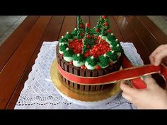 Decorating Christmas Cake with Kit Kat - Step by step tutorial Marshmallow, Biscuit Recipe, Christmas Eve, Cake, Biscuits, Kit, Desserts, Youtube, Blog