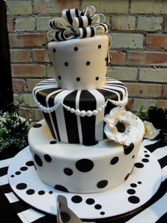 Black & White Stripes - Topsy turvy cake for the cutest wedding Ive seen in a long time. The cake was chocolate with raspberry buttercream. Fancy Cakes, Cute Cakes, Pretty Cakes, Black White Cakes, Black And White Wedding Cake, Take The Cake, Love Cake, Unique Cakes, Creative Cakes