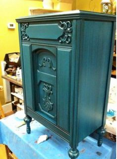 Painted with 'Peacock' and finished with 'Black Glaze'. Beautiful All Natural products from American Paint Company